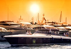 Yacht Photographer with Fashion Models, Speedboat with Photographer, Photo Team and Photo Models